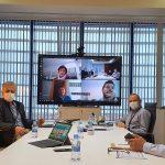 Durante la pandemia, las reuniones del Comité de Dirección se celebraban de manera semipresencial: algunos desde casa, algunos en nuestras instalaciones, repartidos en varias salas para evitar contactos estrechos.